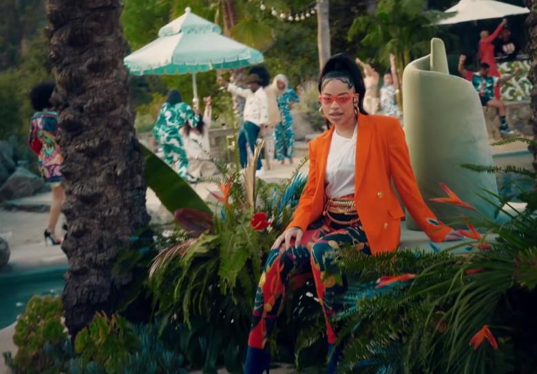 """Versace Orange Blazer Worn by Ella Mai in """"Don't Waste My Time"""" 2020 (1)"""