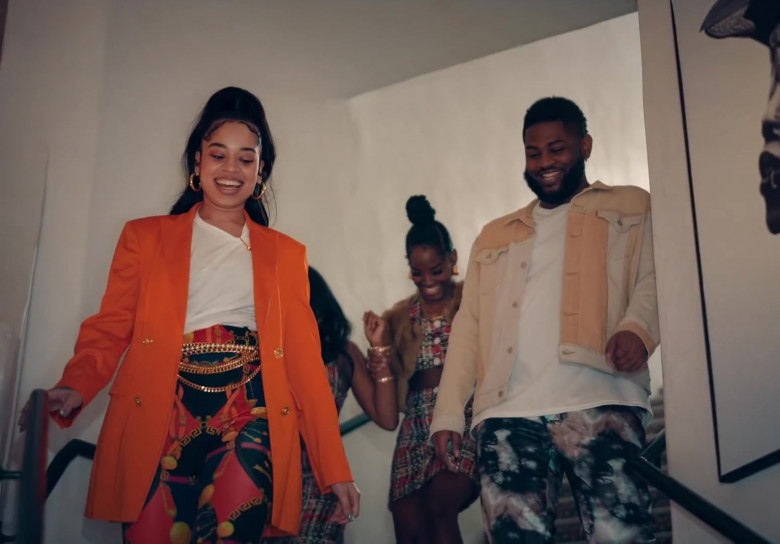 """Versace Pants Worn by Ella Mai in """"Don't Waste My Time"""" (1)"""