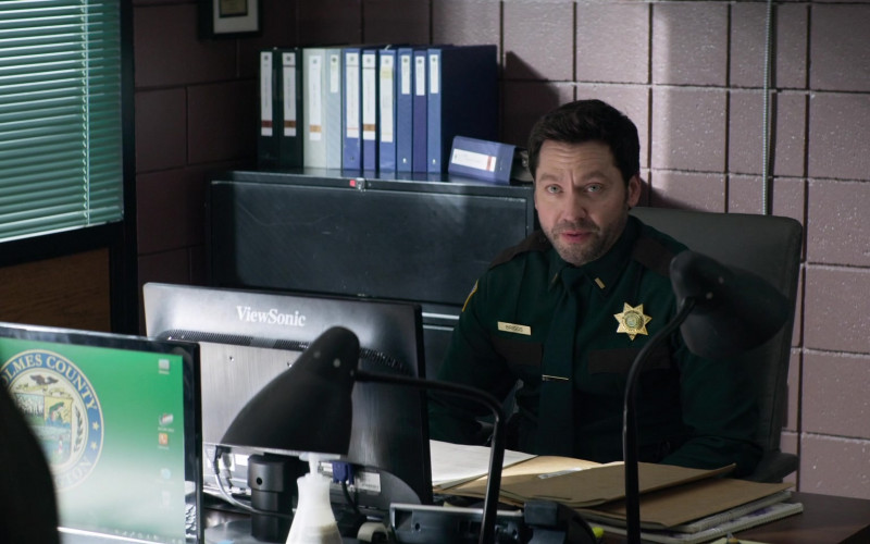 ViewSonic Monitor Used by Michael Weston as Frank Briggs Jr. in Home Before Dark S01E10