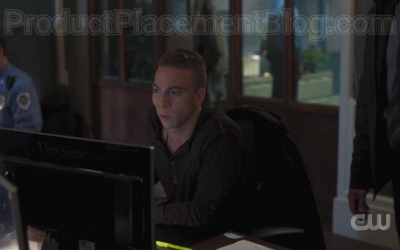 ViewSonic Monitor in In the Dark S02E02