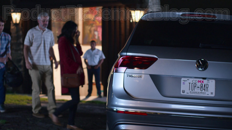 Volkswagen Tiguan Compact Crossover Vehicle in The House of Flowers S03E09 (3)