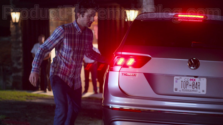 Volkswagen Tiguan Compact Crossover Vehicle in The House of Flowers S03E09 (5)