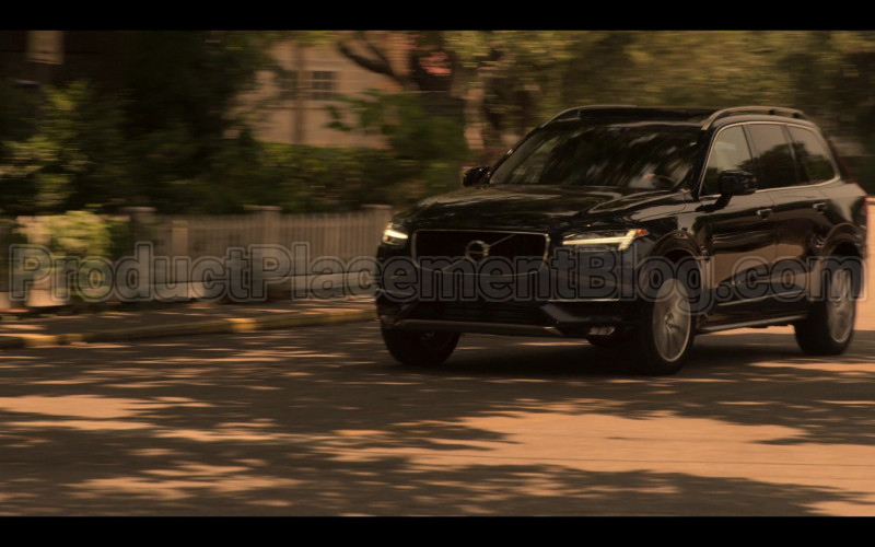 Volvo XC90 Black Car Driven by Madelyn Cline as Sarah Cameron in Outer Banks S01E04 (1)
