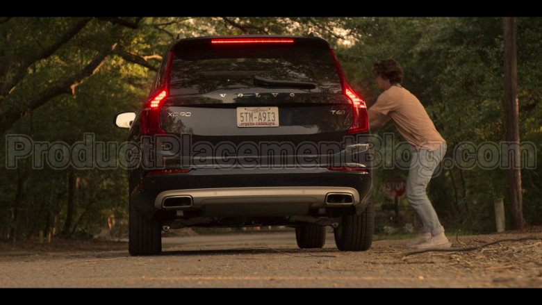Volvo XC90 Black Car Driven by Madelyn Cline as Sarah Cameron in Outer Banks S01E04 (2)