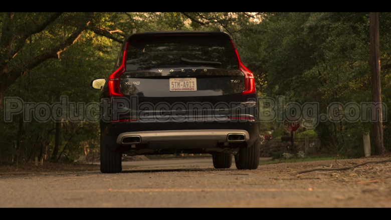 Volvo XC90 Black Car Driven by Madelyn Cline as Sarah Cameron in Outer Banks S01E04 (3)