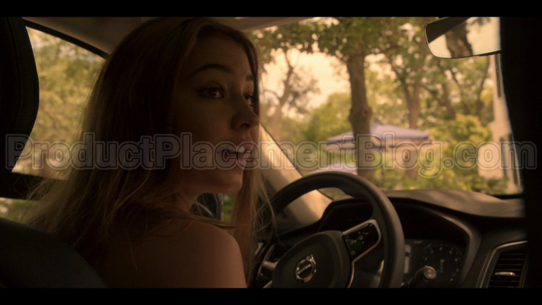Volvo XC90 Black Car Driven by Madelyn Cline as Sarah Cameron in Outer Banks S01E04 (4)