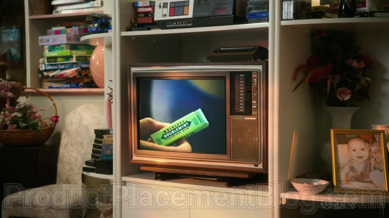 Wrigley's Doublemint Chewing Gum TV Advertising in The Goldbergs S07E21