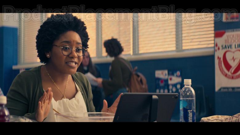 Actress Using Apple iPad Tablet in Stargirl S01E02 S.T.R.I.P.E. (2020)
