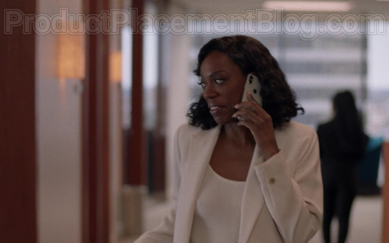 Actress Using Apple iPhone Smartphone in Insecure S04E07 Lowkey Trippin' (2020)