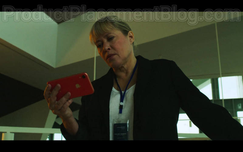 Actress Using Apple iPhone Smartphone in White Lines S01E05 TV Show