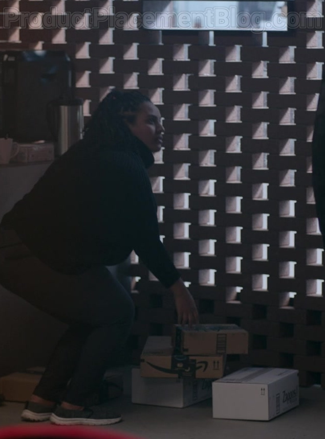 Amazon and Zappos Boxes in Upload S01E02 Five Stars (2020)