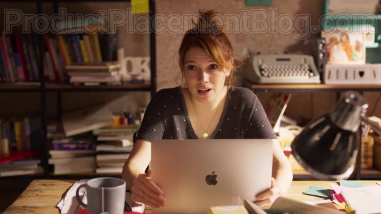 Apple MacBook Air Laptop of Diana Gómez in Valeria S01E01 (2)