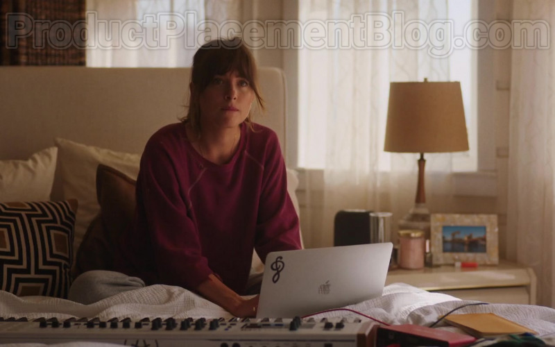 Apple MacBook Laptop Used by Dakota Johnson in The High Note Movie (1)