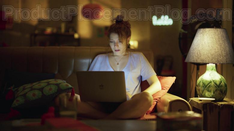 Apple MacBook Laptop Used by Diana Gómez in Valeria S01E03