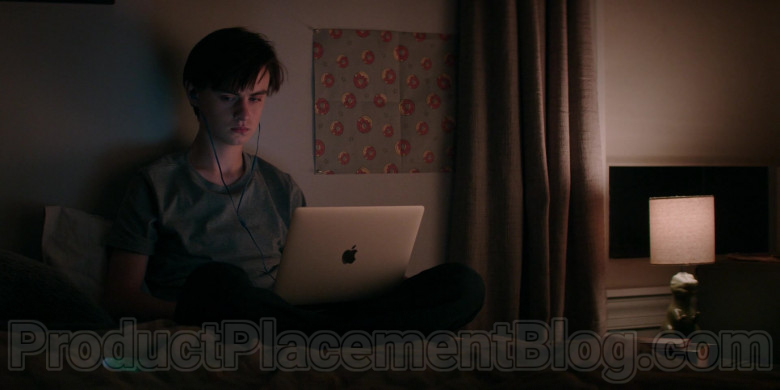 Apple MacBook Laptop Used by Jaeden Martell in Defending Jacob S01E05 (2020)