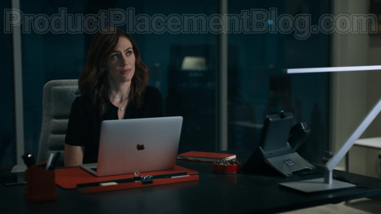 Apple MacBook Laptop and Cisco Phone of Maggie Siff as Wendy Rhoades in Billions S05E01 (2)