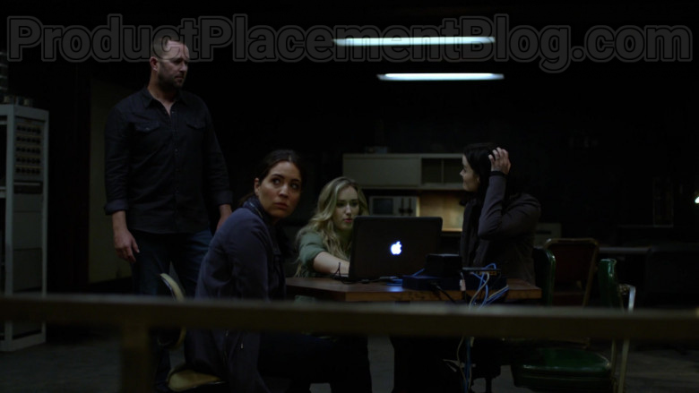 Apple MacBook Laptop in Blindspot Season 5 Episode 1 (1)