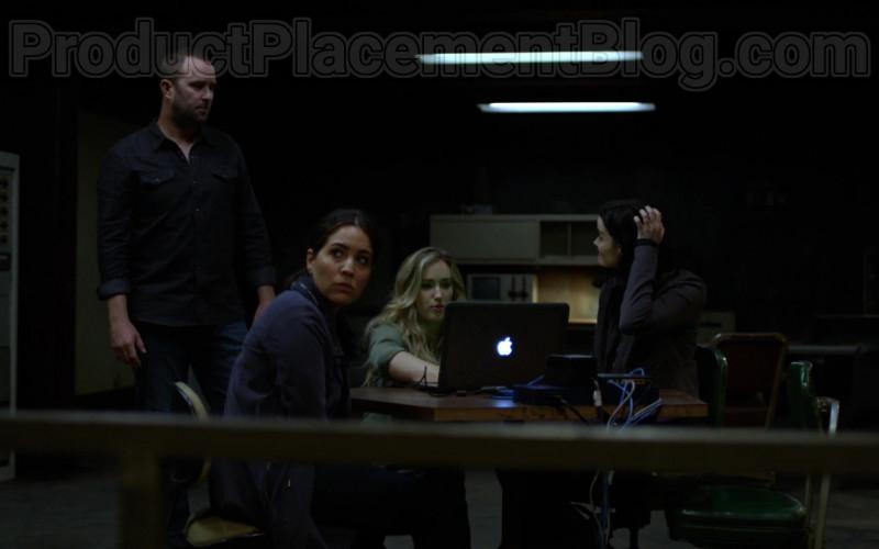 Apple MacBook Laptop in Blindspot Season 5 Episode 1 (1)