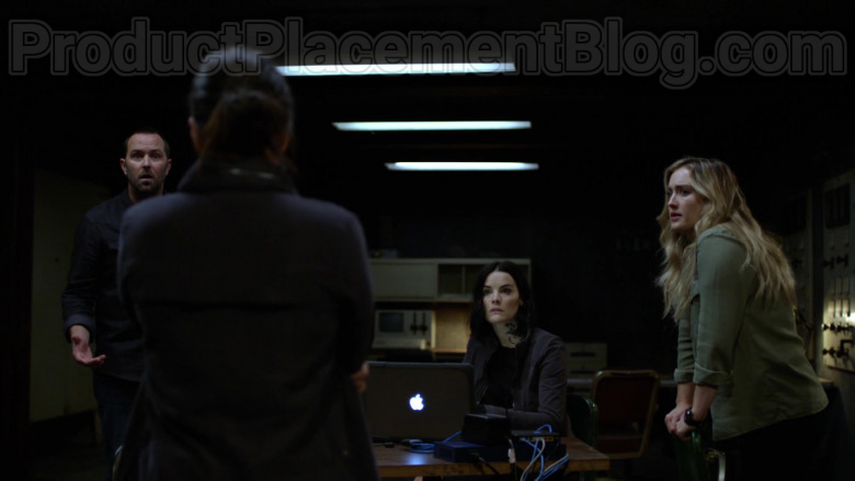 Apple MacBook Laptop in Blindspot Season 5 Episode 1 (3)