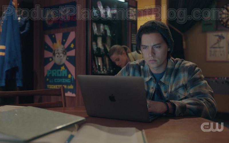 Apple MacBook Laptop of Cole Sprouse as Jughead Jones in Riverdale S04E19 Chapter Seventy-Six Killing Mr. Honey (2020)