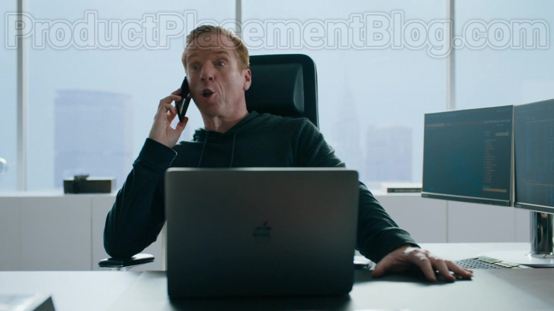 Apple MacBook Laptop of Damian Lewis as Robert 'Bobby' Axelrod in Billions S05E01 (1)