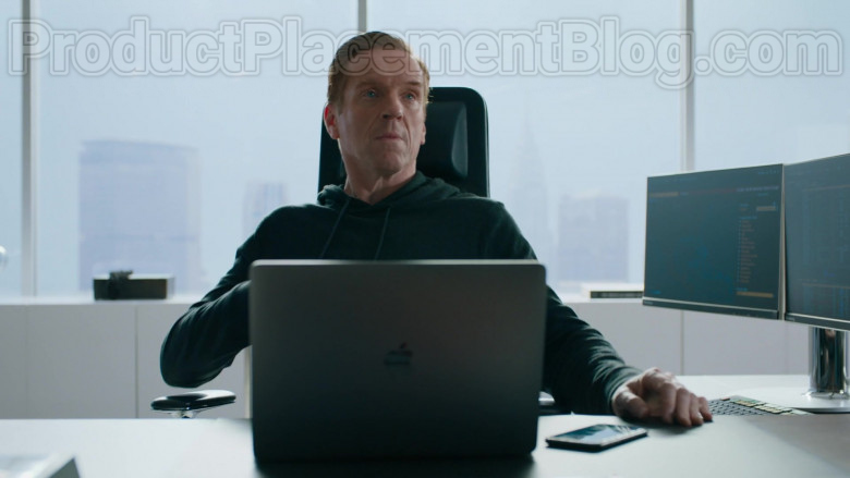 Apple MacBook Laptop of Damian Lewis as Robert 'Bobby' Axelrod in Billions S05E01 (2)