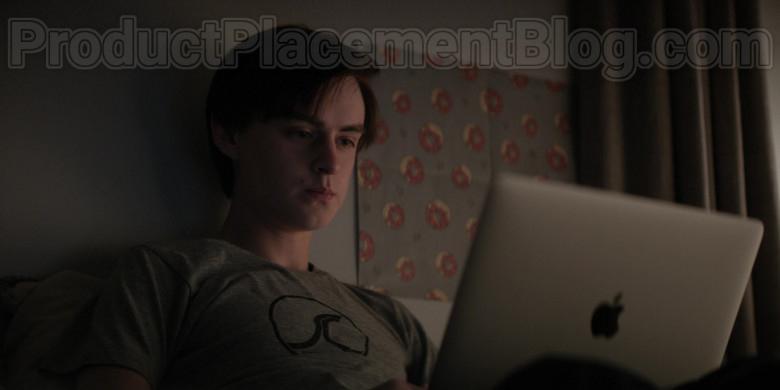 Apple MacBook Laptop of Jaeden Martell as Jacob Barber in Defending Jacob S01E04 (2)