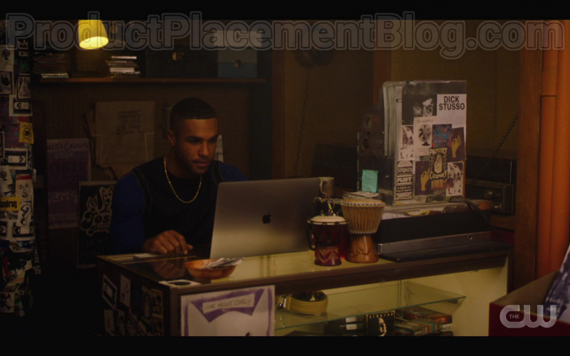 Apple MacBook Laptop of Lucien Laviscount as Alexander 'Alex' Cabot in Katy Keene S01E11