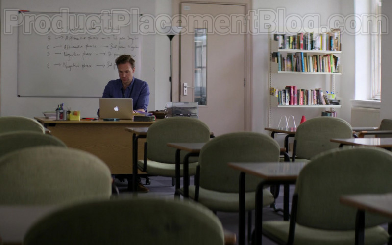Apple MacBook Laptop of Rafe Spall as Jason in Trying S01E06 (1)