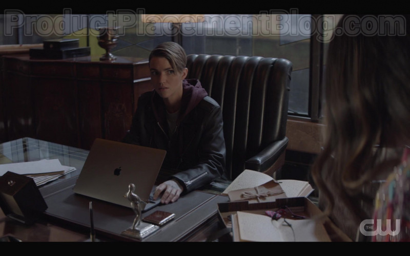 Apple MacBook Laptop of Ruby Rose as Kate Kane in Batwoman S01E19