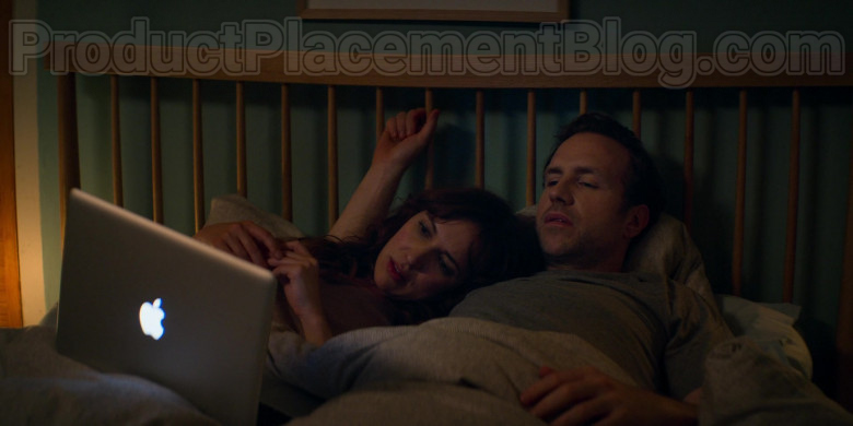 Apple MacBook Pro Laptop Used by Rafe Spall & Esther Smith in Trying S01E04 (2)