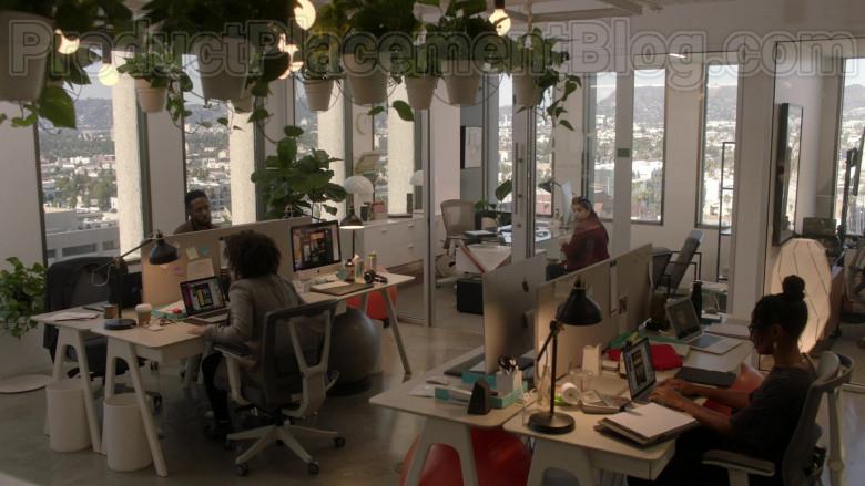 Apple iMac Computers in Vida S03E06 TV Show (2)