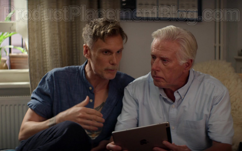 Apple iPad Tablet in Trying S01E07 (1)