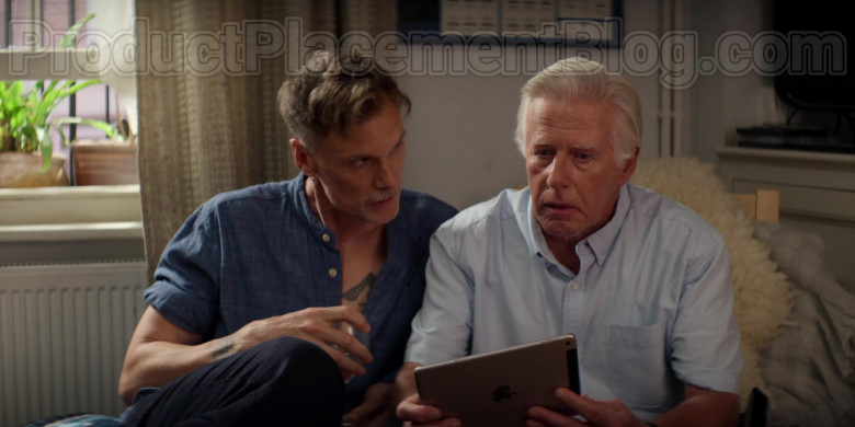 Apple iPad Tablet in Trying S01E07 (2)