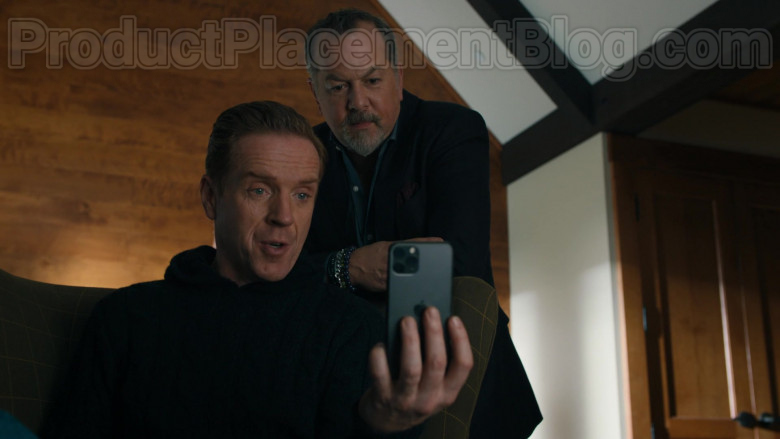 Apple iPhone 11 Pro Smartphone of Damian Lewis as Robert 'Bobby' Axelrod in Billions S05E02