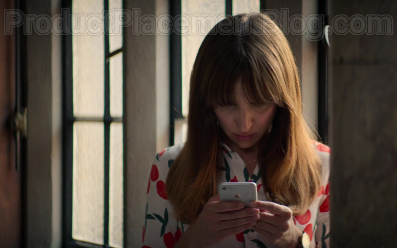 Apple iPhone Smartphone Used by Esther Smith as Nikki in Trying S01E08