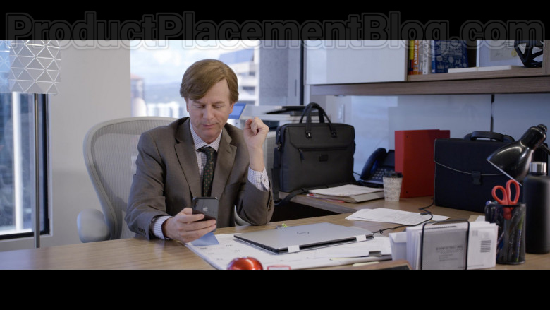 Apple iPhone Smartphone of David Spade as Tim Morris in The Wrong Missy Movie by Netflix (1)