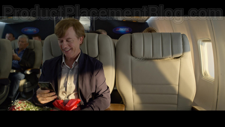 Apple iPhone Smartphone of David Spade as Tim Morris in The Wrong Missy Movie by Netflix (3)