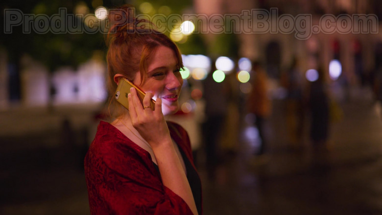 Apple iPhone Smartphone of Diana Gomez in Valeria S01E01 The Impostor (3)