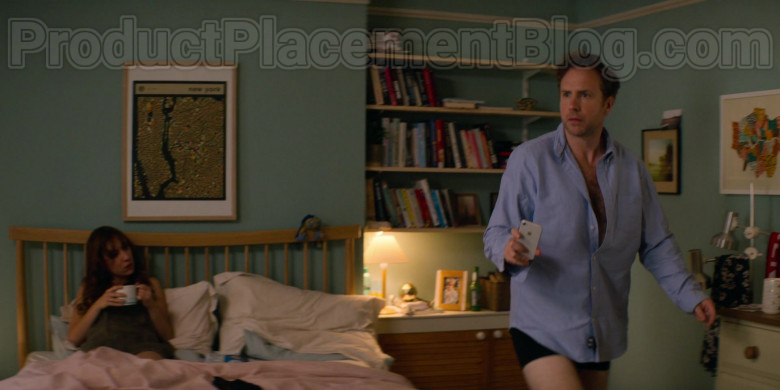 Apple iPhone Smartphone of Rafe Spall as Jason in Trying S01E04 (1)