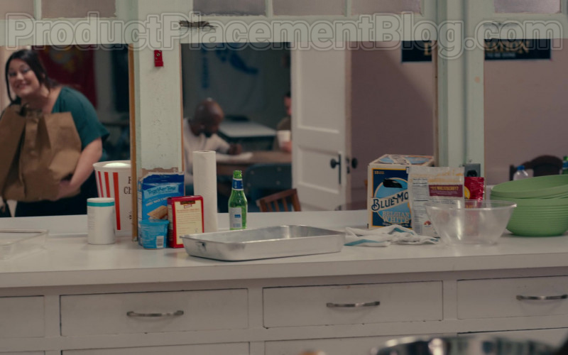 Blue Moon Beer Pack in Sweet Magnolias S01E04 Lay It All Down (2020) Netflix TV Show