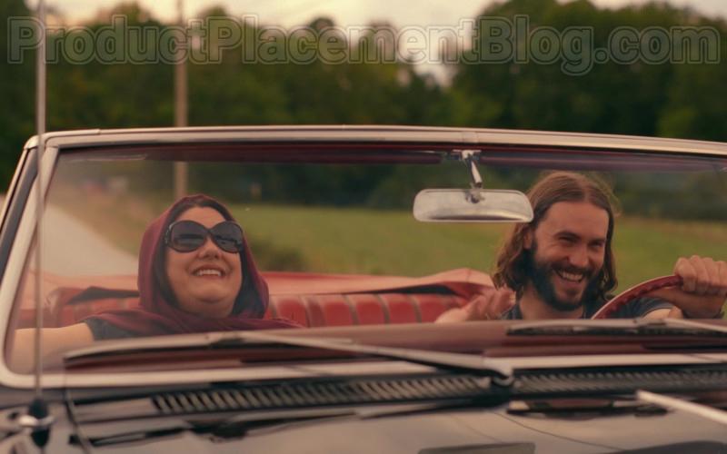 Brooke Elliott as Dana Sue Sullivan Wearing Chanel Oversized Sunglasses Sweet Magnolias S01E09 TV Show by Netflix (1)