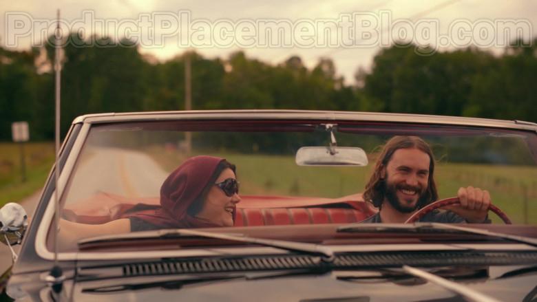Brooke Elliott as Dana Sue Sullivan Wearing Chanel Oversized Sunglasses Sweet Magnolias S01E09 TV Show by Netflix (2)