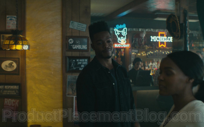 Bud Light and Michelob Signs in Homecoming S02E05 TV Show (1)
