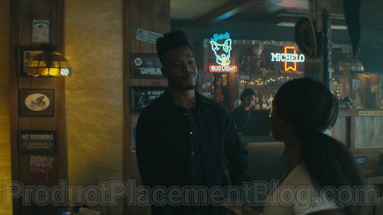 Bud Light and Michelob Signs in Homecoming S02E05 TV Show (2)