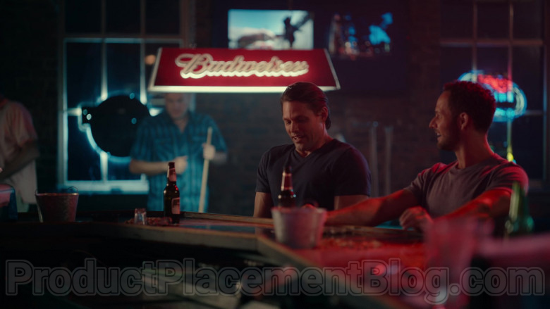 Budweiser Pool Lamp in Sweet Magnolias S01E03 Give Drink to the Thirsty (2020)