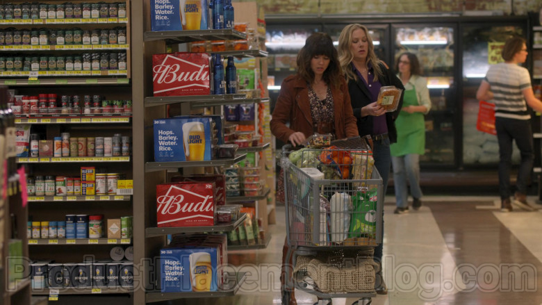 Budweiser and Bud Light Beer in Dead to Me S02E05 The Price You Pay (2020)