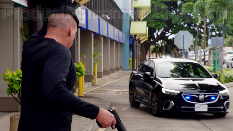 Buick Car in Magnum P.I. S02E19 (2)