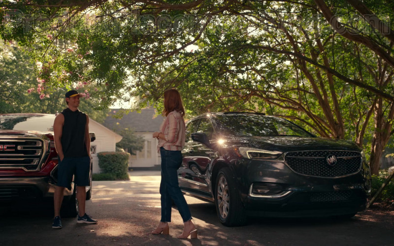 Buick Enclave Car Driven by JoAnna Garcia Swisher as Maddie Townsend in Sweet Magnolias S01E03 Give Drink to the Thirsty (2020)