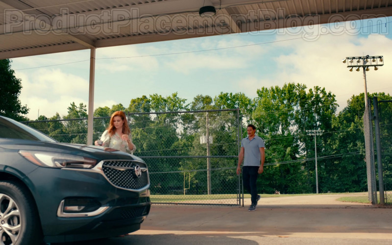 Buick Enclave SUV of JoAnna Garcia Swisher as Maddie Townsend in Sweet Magnolias S01E01